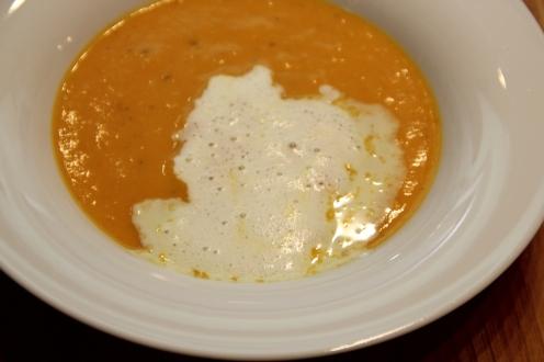 Kürbis Karotten Suppe mit Wasabi Sahne (2)