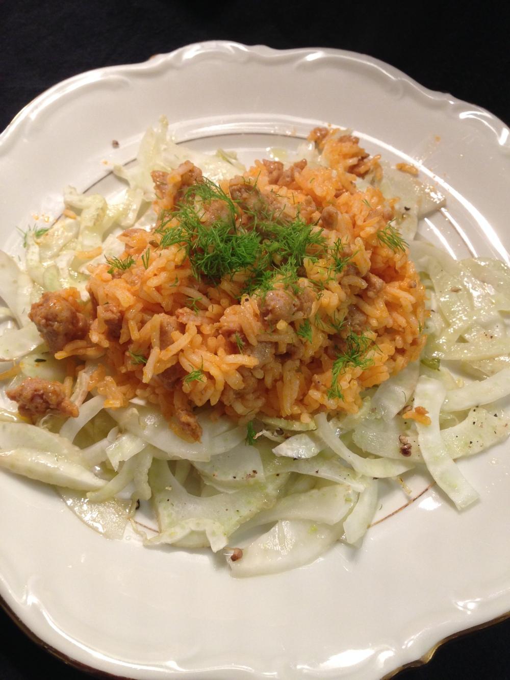 Salsiccia-Reis auf gegrilltem Fenchel
